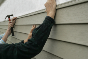 homeowners-vinyl-siding-they-are-laying